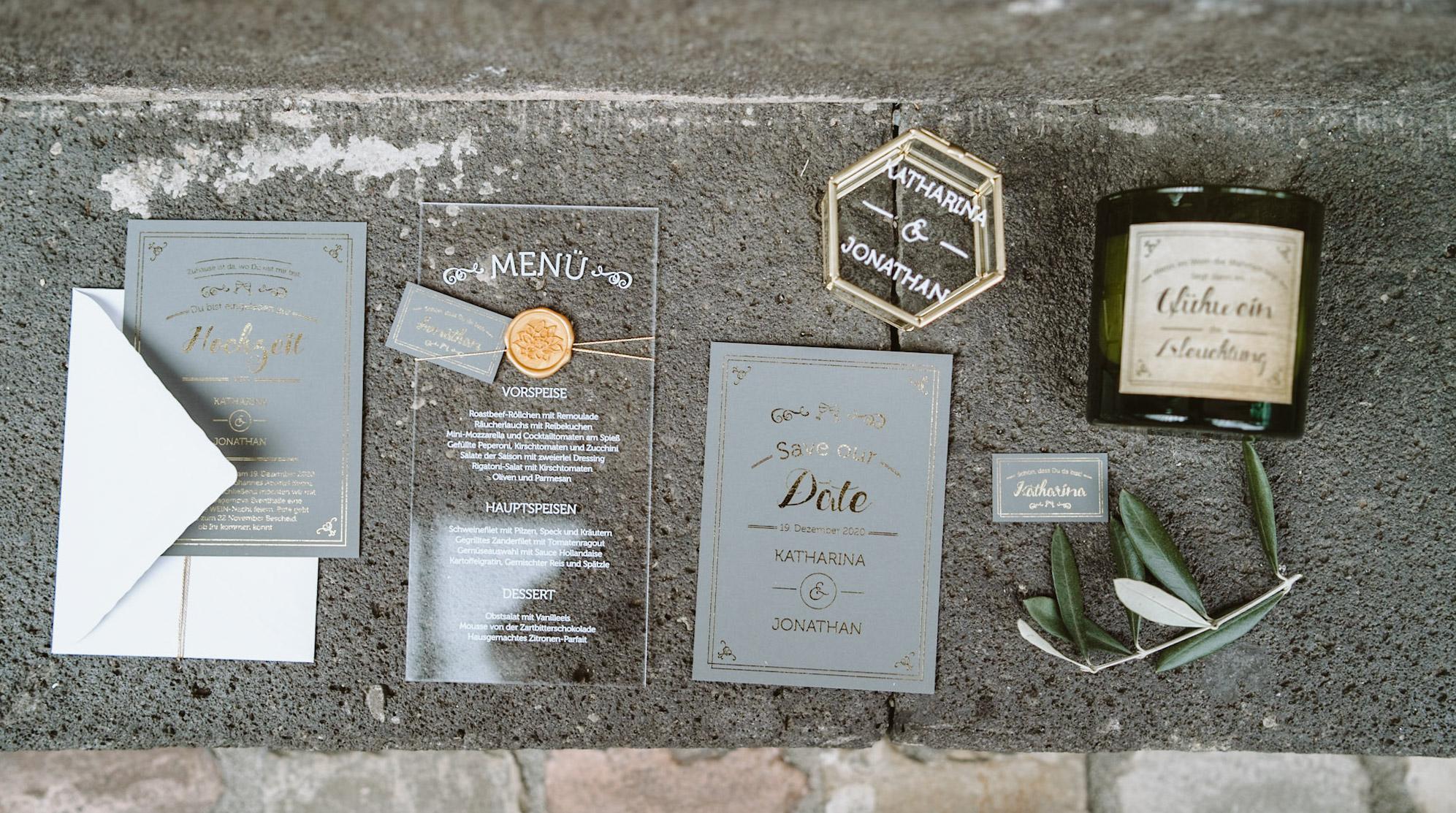 Papeterie, Hochzeitspapeterie, Winterhochzeit, Einladung, gold, Namensschild, Menükarte, Save the Date, RIngbox, Gastgeschenk