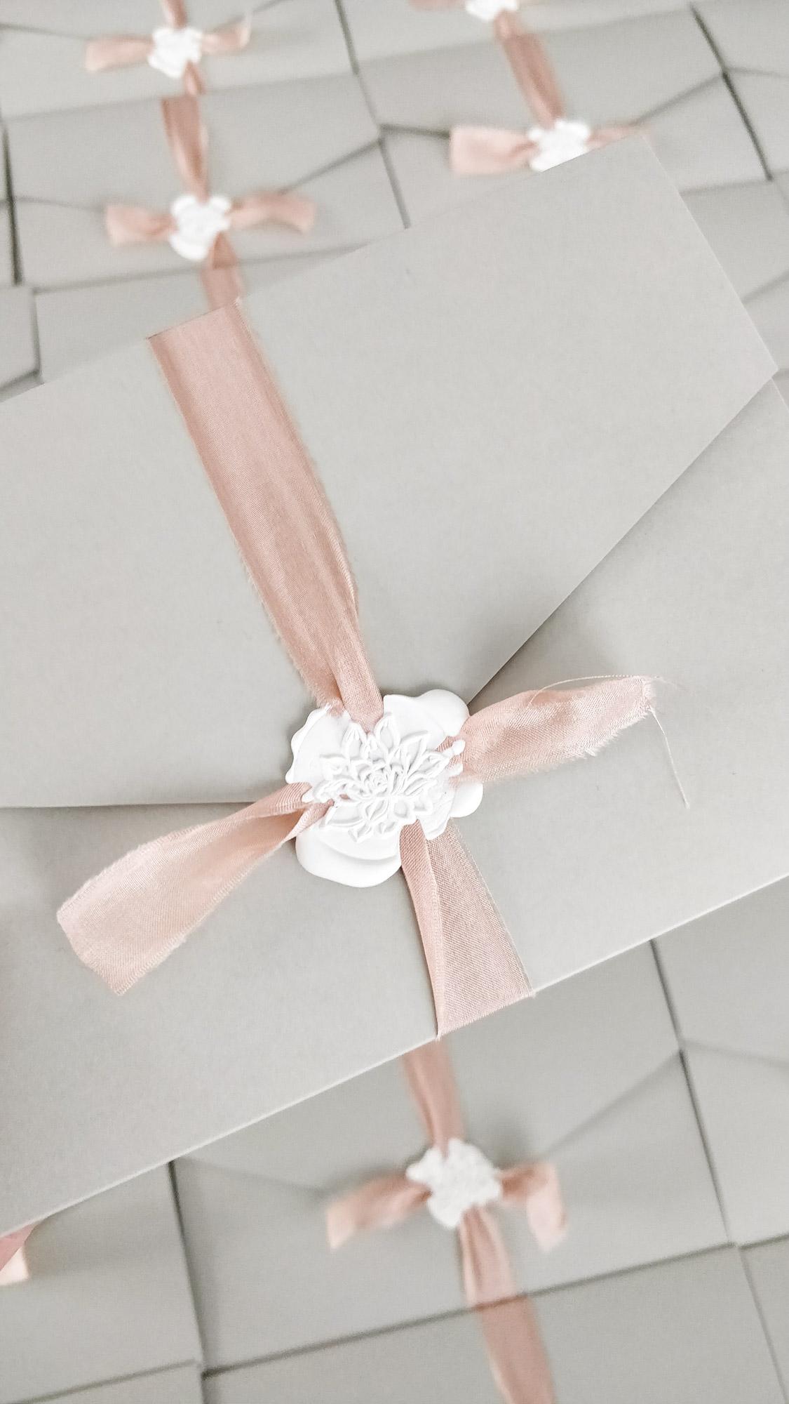 Papeterie, Hochzeitspapeterie, Pocketfold, Einladung, grau rosa, Sukkulente, Siegel