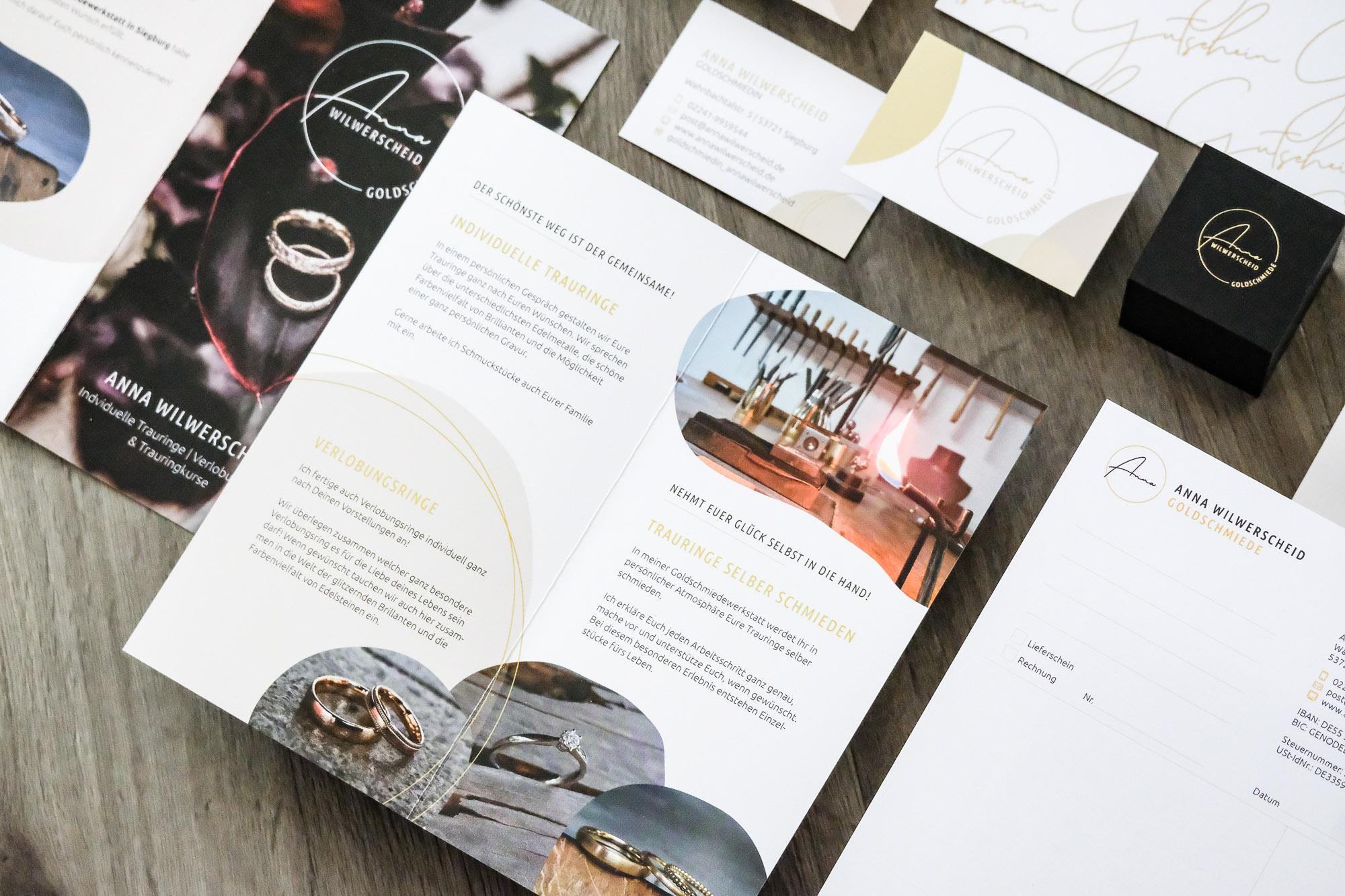 Gutscheine Postkarte Visitenkarte Briefbogen Briefpapier Flyer Rechnungsblock Ringkästchen Golddruck Goldschmiede Anna Wilwerscheid